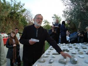 Peter Roller pri prednese svojej Ódy kameňu na záverečnej slávnosti Forma viva roku 2009