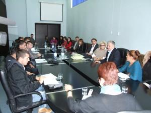 Záber z prvého zasadnutia ohľadom vypracovania LAP pre mladých v Petrovci