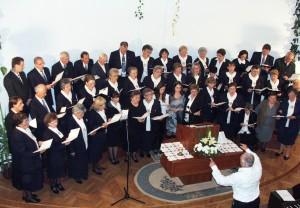 Krásne piesne a prednes členov spevokolu Glória pod taktovkou Ondreja Maglovského