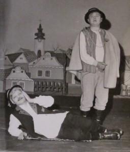 Ján Jonáš (dolu) ako Lovecký a Jozef Benka ako Kubo; záber z muzikálu v roku 1976