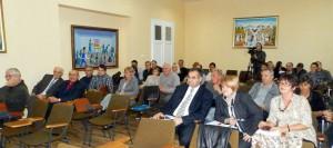 Záber z piatkového zasadnutia ZO Kovačica (výborníci a pozorovatelia v zadných laviciach)
