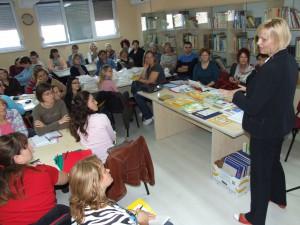 Záber zo školenia vychovávateliek, v popredí Eva Gašparová