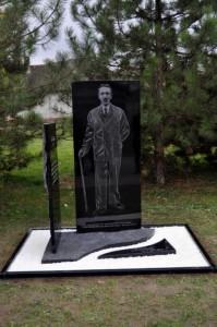 48Cajakov pomnik
