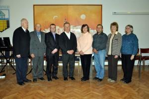 Na snímke zľava je časť predchádzajúcich predsedov MOMS: Dr. Jozef Benka, Martin Toman, Ján Špringeľ, Pavel Jonáš, Katarína Stanová, Pavel Baláž, Zuzana Lenhartová a aktuálna predsedníčka Mária Kováčová.