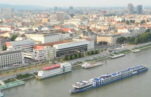 (Aj) Bratislava (na snímke) bola pred štvrťstoročím dejiskom československej nežnej revolúcie