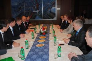 Rokovania o konkrétnych problémoch: premiér Fico v rozhovoroch s poprednými predstaviteľmi našej komunity na pôde Zastupiteľského úradu SR v Novom Belehrade