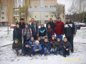 Mladých pivnických futbalistov v Novej Dubnici potešila aj zimná idyla so snehom