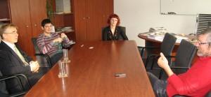 Predstavitelia Výboru pre informovanie počas úradnej návštevy redakcii denníka Pravda v Bratislave v roku 2009 (foto: archív NRSNM)