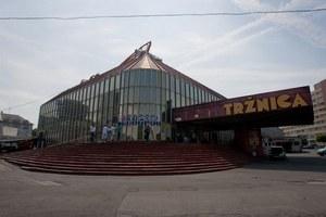 Z tržnice na Trnavskom mýte chce Nové Mesto urobiť miesto, kam budú ľudia radi chodievať. (Foto: Gabriel Kuchta)