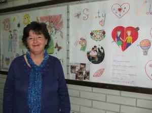 Mária Šulcová pri nástenke ku Dňu svätého Valentína