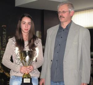 Izabela Lupulescuová, najlepšia kadetka južného Banátu, v spoločnosti Jána Cicku, predsedu ŠZO Kovačica