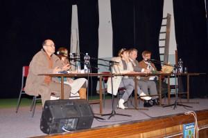 Zo zhromaždenia v Selenči: (zľava) Jozef Alexy, Želmíra Kolárová, Jelena Kovačevićová, Milivoje Petrović a Momčilo Mitrevski