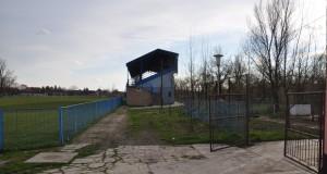 Treba vymeniť aj prístupový chodník na tribúnu vo Vrbare