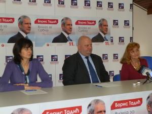 Momentka z tlačovky: (sprava) Dr. Milinka Materáková, Goran Jović a Miruška Kočišová, technická tajomníčka v združení občanov (Foto: A. Lešťanová)