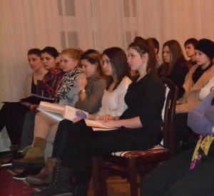 Sládkovičovci petrovského gymnázia pri stretnutí so spisovateľom Hajkom