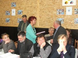 Predsedníčka NRSNM pri udeľovaní publikácie o pôsobení NRSNM