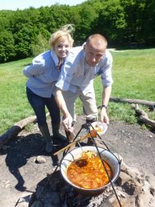 Sila chutí: Vladislava každý rok v máji organizuje na Kolibe veľkú narodeninovú oslavu, kde hosťom pripravuje dolnozemské špeciality. S priateľom Marekom už varili aj petrovský paprikáš.