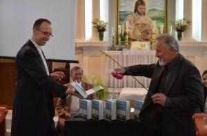 Autori knihu pokrstili nielen vodou, ale aj korbáčom