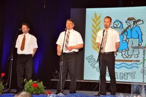 Pod Hložanami drevo rúbajú... zaspievalo mužské trio: (zľava) Jaroslav Kriška, Rastislav Struhár aAdam Vladislav Stupavský