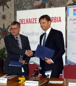 Podpisovatelia spokojní: (zľava) John Kyritsis a Nedeljko Kovačević