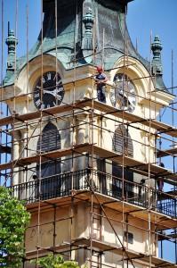 Petrovská veža zahalená lešením