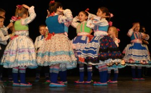 Oblievačky dievčat v podaní mladšej skupiny SKUS hrdinu Janka Čmelíka