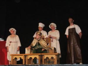Herci detskej divadelnej dielne pred domácim obecenstvom
