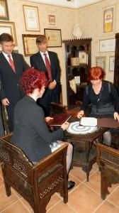 Podpísaním zmluvy Národnostná rada budovu na spravovanie odovzdala Galérii insitného umenia
