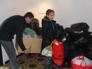 Občania Kulpína sa ochotne zapojili do akcie... (foto: K. Gažová)