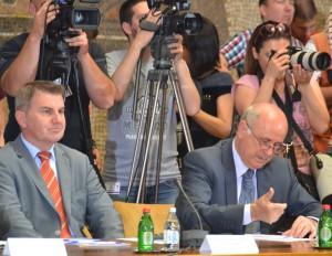 Jedným z účastníkov koordinačného zasadnutia bol aj veľvyslanec Slovenskej republiky v Srbsku Dr. Ján Varšo (vpravo)