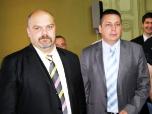 Nový primátor Čedomir Janjić (vľavo) ajeho zástupca Saša Santovac