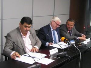 Podpisovanie dohody – Đ. Radinović aI. Gros