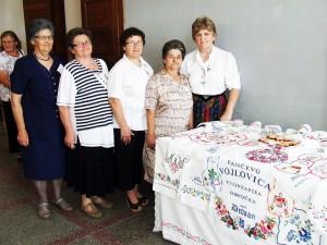 Vojlovičanky sa na ďalekú cestu do Silbaša vybrali priamo zo služieb Božích
