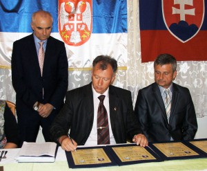 Zo slávnostného podpisovania Charty obratskej spolupráci v Kysáči