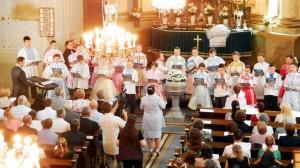 Cirkevná mládež vystúpila v kovačických krojoch