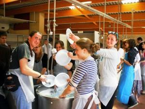 Práca vkuchyni si vyžiada veľký počet dobrovoľníkov