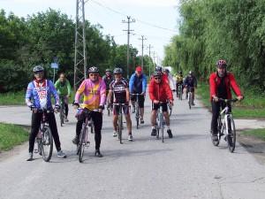 Na bicykloch po Banáte: cyklisti zo Slovenska na hlavnej hajdušickej ulici