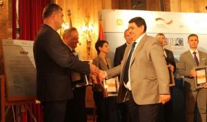 Predseda obce Stará Pazova Ðorđe Radinović pri preberaní regionálneho uznania