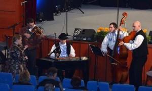 Orchester SKOS Detvan na tohtoročnom FF Tancuj, tancuj... vHložanoch