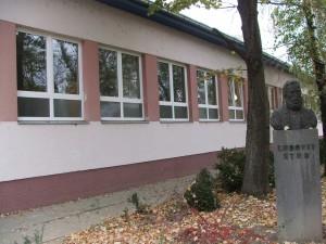 Budova základnej školy vKysáči (Foto: E. Šranková)