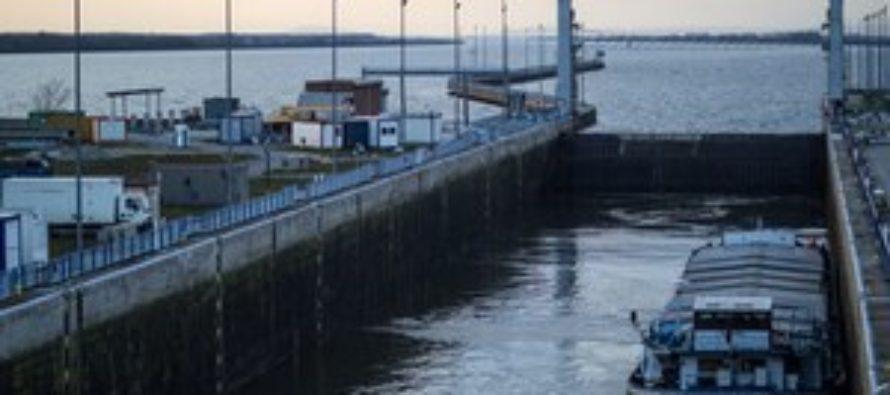 Pre poruchu zastavili plavbu cez Gabčíkovo