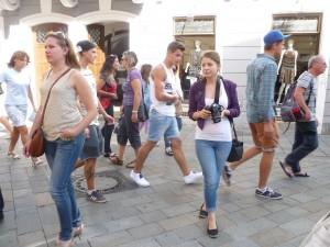 Korzo: Staré mesto je plné ľudí, ktorých životná niť sa vinie za hranice Slovenska