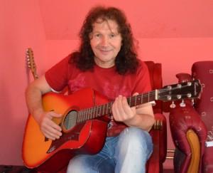 Ján Dobrík – vždy s gitarou v rukách