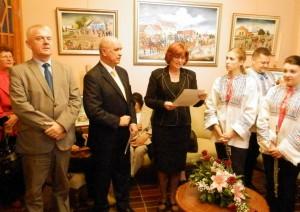 Tradičná a vždy nová – výstava obrazov členov GIU. Záber z otváracieho prejavu veľvyslanca SR Dr. Jána Varšu.