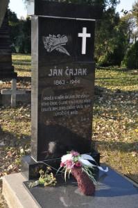 Hrobka Jána Čajaka je vždy príkladne upravená (foto: J. Čiep)