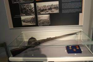 Z dávnych zbraní a vyznamenaní