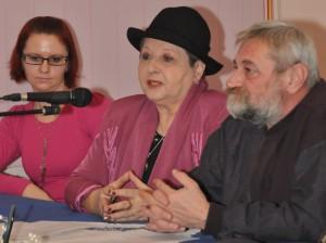 Rozhovor bývalých rozhlasových kolegov spriamym prenosom – V. Dorčová-Babiaková, K. Melegová-Melichová aM. Babiak (foto: J. Čiep)