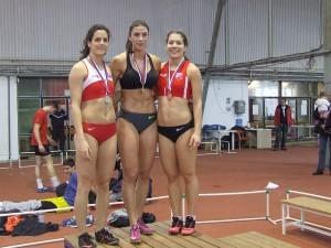 Tri najlepšie na 60 m: Ivana Španovićová (v strede), Milica Gardaševićová (vľavo), Sara Lukićová (vpravo)