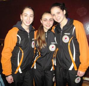 Stolné tenistky Unirey, najlepšie seniorky: Izabela Lupulescuová, Sabina Šurjanová a Anelia Lupulescuová (zľava)