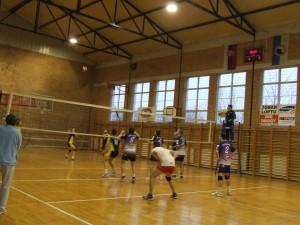 Temperamentná volejbalová hra počas zápasu v Kulpíne